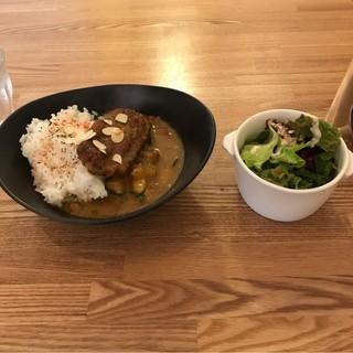 Ωcafe - 豚バラ肉と野菜のカレー。 税込900円。 美味し。
