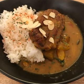 Ωcafe - 豚バラ肉と野菜のカレー。 美味し。