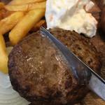 デリリウムカフェ SENDAI - 肉汁の溢れ具合が分かりますか?
