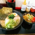 74136785 - ラーメン並  ¥690  チャーシュー丼  ¥250