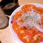 さくら水産 - サラダ仕立ての冷やしトマト(290円)