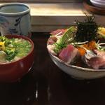 74138440 - ばら海鮮丼(1,000円)                       魚汁(200円)