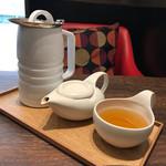 MARUFUJI CAFE - 美味しい美味しい、焙じ茶   お茶セットが付いて800円だよ♪