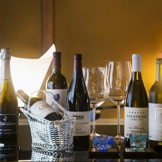世界各国の銘醸ワインと日本酒がお料理を引き立てます。