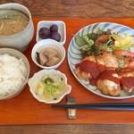 トマト - 日替わりランチ(チキンのピカタ)