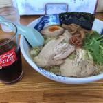 麺屋 なんなん - 料理写真:なんなん塩。ランチで、ドリンクバー 2杯付き! 真ん中には、梅干。