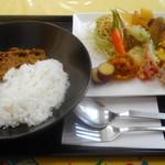 鎌倉野菜カレー かん太くん - 野菜たくさんのプレート キーマカレー