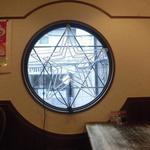74157781 - 正面の丸窓は二階にあります