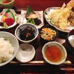 74157860 - 仁松庵 特別定食 税込@1,940円                       天ぷらもおいしかったけど、特においしかったのは鰆の幽玄焼き。お店の定食でも焼き魚のメニューが豊富です。