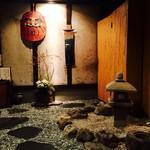 仁松庵 - お店に一歩踏み入れた時の、この雰囲気!居酒屋とは思えない、ゆったりとした雰囲気。