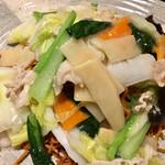 辣醤中華 味くら - こちらには野菜の他に、ちゃんとお肉もうずらの卵も入ってます!!