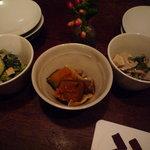 aunt MIMI - お通し☆3皿ありますが2種類です。ズッキーニとほうれん草と揚げのお浸し。カボチャとマイタケの和え物♪