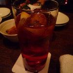 aunt MIMI - デュセス・ティ(740円)♪赤く透き通ったカクテルです☆暗くて色がよく分かりませんが(笑)
