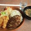びっくりドンキー - 料理写真:ハンバーグ&若鶏しょうゆ香り揚げ