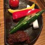 たら福 - お通しの生野菜盛り合わせ