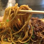 長田本庄軒 - 麺は自家製で太麺!ぼっかけは甘味がありますが 絶妙なバランスで中毒性高い焼きそば!過去食べた焼きそばの中でも上位!
