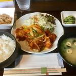 ちょんたま食堂 - 10月3日の日替り定食2017年は「鶏チリ」