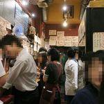 Bistro-SHIN 2 - 平日20時頃、店内は大盛況