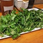 Bistro-SHIN 2 - 三種の葉っぱサラダ950円+税