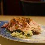 京華飯店 - 茹で鶏の香味だれがけアップ