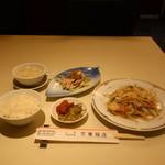 京華飯店 - 料理写真:海老野菜炒め定食