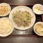 味膳 - レバニラ定食