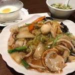 中華旬彩料理 東方紅 - 五目やきそばセット
