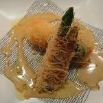 ビストロ アギャット - アスパラと生ハム  真鯛と海老のカダイフ揚げ  蟹のクリーム添え
