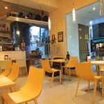イエローカンパニー - カフェのような店内