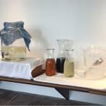 地中海ダイニング ムスヒ - ドリンクはフリー。コーヒー、紅茶、アイスコーヒー、アイスティ、りんごジュース、レモン水など。