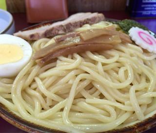 鎌倉 大勝軒 - ツルツルモチモチの麺 普通盛りですが1.5人前はありますね! ※小盛りで十分お腹いっぱい〜