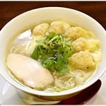 維新 - わんたん柚子塩らぁ麺 1000円 名前の通りの柚子味塩ラーメンです♪