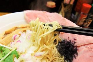煮干し豚骨らーめん専門店 六郷 - 麺は細麺コシが有ります