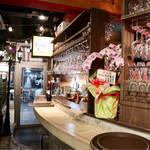 イタリア肉酒場QUINCI - 立ち飲みカウンター