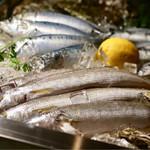 イタリア肉酒場QUINCI - 新鮮な魚が用意されてます