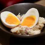 イタリア肉酒場QUINCI - 半熟卵のせポテトサラダ