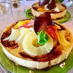 八鶴亭 - キャラメルムース@キャラメルの甘いムースに洋梨や様々なフルーツ