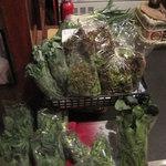 ととまる - 地元野菜の販売も