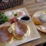 スヌス ラウンジ - 料理写真:お食事パンケーキのベーコン&フライドエッグ1000円+アイスクリーム100円