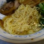 七面 - 自家製中細縮れ麺