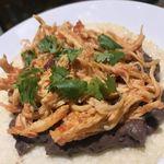 唐辛子バル チレデルナ メキシコ - チキンとフリホーレスのタコス