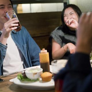 大人が自由に集まり、思いっきり食べて飲んで寛ぐ場所