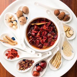 数十種類の「漢方食材」を配合し、美味と健康を両立