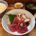 季節料理 三味 - 刺身盛合定食 850円。