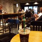 スターバックスコーヒー - この手の店としては秀逸な店舗デザイン。