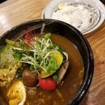 サッポロ スープカレー 浅野屋 - やわらかチキンと14種の野菜カレー 980円