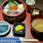 やひろ丸 新橋港 - 海鮮ちらし1,000円。