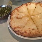 74197547 - ほうれん草チーズカレーとクリームチーズハニーナン