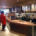 スターバックスコーヒー - 客の決断力が試されるレジカウンター。