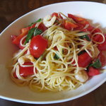 那須ステンドグラス美術館カフェ - 料理写真:トマトとバジルの冷たいパスタ